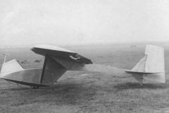 Skica letala Bro-9 in slika iz Wikipedije